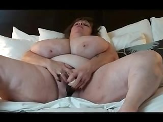 Mature massive titted bbw plays with herself