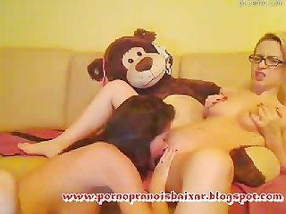 Amigas lsbicas chupando as Bucetas www pornopranoisba