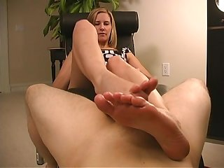 Maitresse madeline ruined footjob