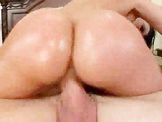Sex kitten shakes her ass