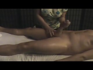 Hidden cam like a pro penis massage with happy ending