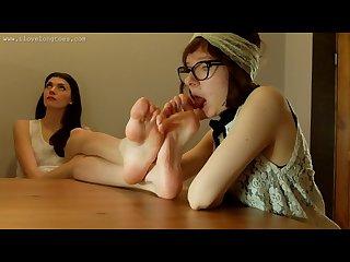 Hania s huge feet get licked