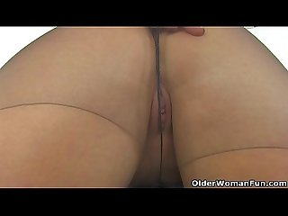 Spanish milf Montse Swinger dildo fucks nyloned cunt