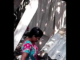 Desi Bhabhi naakt bad