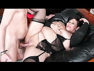 Scambisti maturi italian mature bbw squirts while getting pussy and ass banged