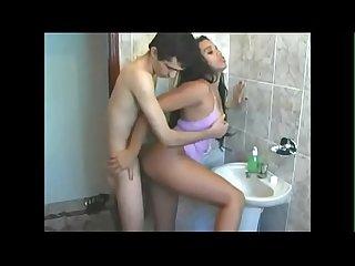 Novinho comendo a Amiga da irm no banheiro