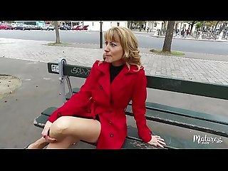Naomi mature sexy va en club libertin avec son mari