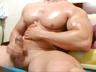 Musculoso roludo Na webcam http videosotimos blogspot com br