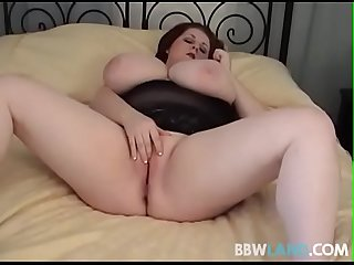 Sexy BBW Legend Sapphire Finger Fucks Herself in Amateur Video